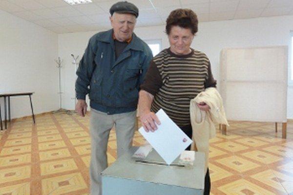 V Kapinciach, najmenšej obci Nitrianskeho okresu, žijú prevažne starší ľudia. Voliť tu môže 175 ľudí.