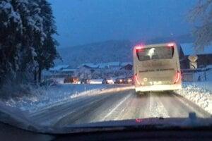 Kalamita zasiahla aj mestskú časť Prešov - Cemjata. Cesta bola v pondelok ráno neprejazdná.