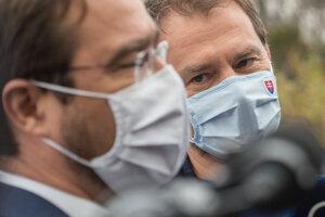 Na snímke z 23. novembra vpravo premiér Igor Matovič a vľavo minister zdravotníctva Marek Krajčí.