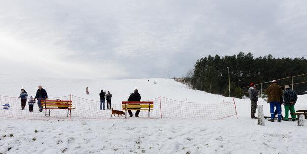 Najjužnejšie a najnižšie položený lyžiarsky svah na Slovensku v obci Čechy v okrese Nové Zámky.