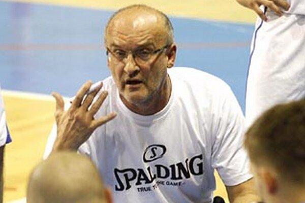 Tréner basketbalistov Nitry Ľubomír Urban musí so svojím tímom prehtlnúť trpkú pilulku. Dva zápasy po sebe prehrali Nitrania o jediný bod v predĺžení.