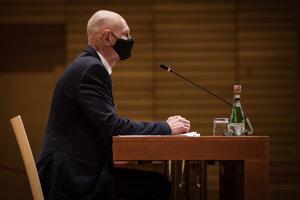 Kandidát na špeciálneho prokurátora Peter Kysel počas vypočúvania pred ústavnoprávnym výborom.