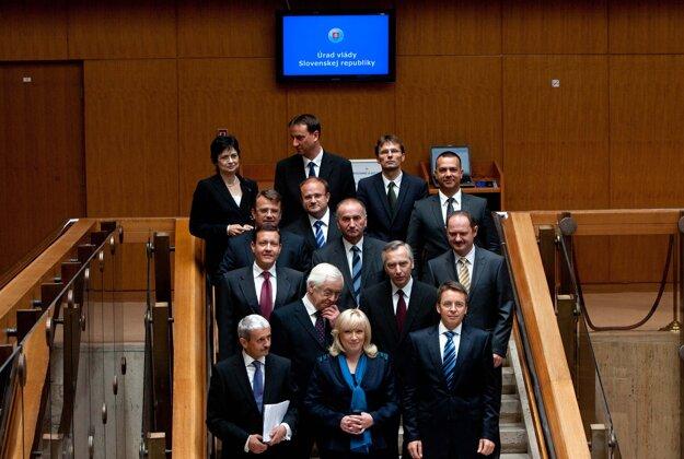 Skupinová fotografia členov novej vlády SR 9. júla 2010 v Bratislave