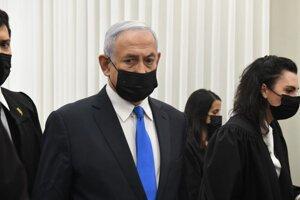Izraelský premiér Benjamin Netanjahu počas vypočúvania pred súdom.