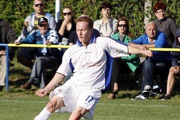 Marián Cifra vo svojom debute za Čeľadice prispel dvoma gólmi k hladkému víťazstvu nad Zlatými Klasmi.