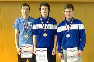 Medailisti z majstrovstiev SR v zápasení gréckorímskym štýlom - zľava Martin Gatial, Matúš Koniar, Ivan Molnár.