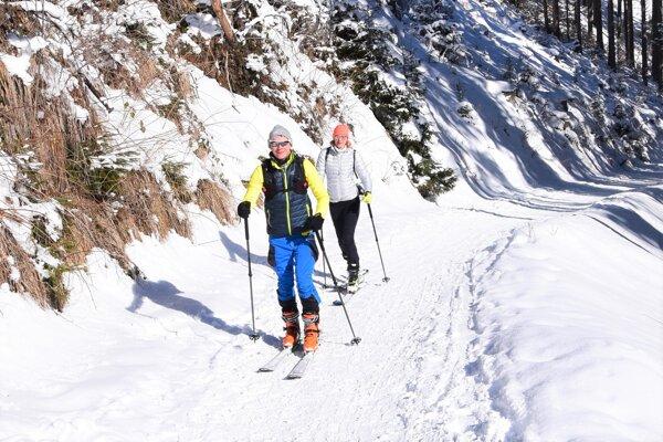 Mnohí vyšliapali hore na Martinské hole na lyžiach.