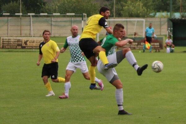 Záber zo zápasu 4. kola Okoličná – Lipová 4:1.