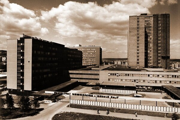 Nová košická nemocnica bola projektovaná a stavaná tak, aby vyhovovala modernej nemocničnej prevádzke, výskumu, vedcom a výučbe.
