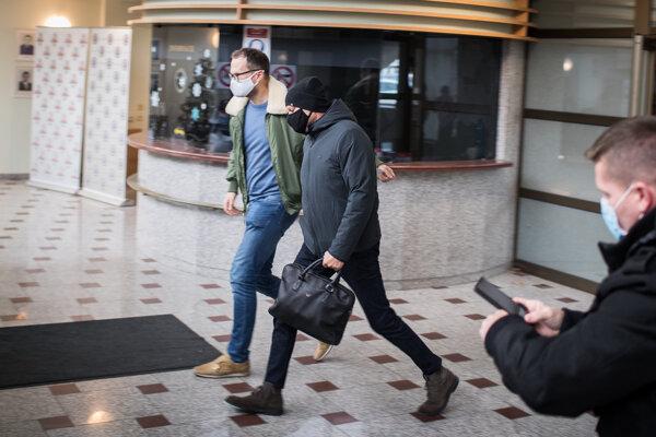 Bývalý riaditeľ národnej jednotky finančnej polície NAKA Bernard Slobodník (59) z kauzy Očistec odchádza z výsluchu na prezídiu polície.