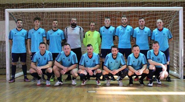 Mužstvo Veľkých Kostolian na halovom turnaji O pohár predsedu ObFZ Trnava v sezóne 2019/2020
