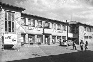 Oddávna mali v Hybiach svoju tradíciu prícestné hostince. Hybe, ktoré ležali na hlavnej štátnej ceste, poskytovali primerané podmienky pre rozvoj tejto živnosti. Mnohí cestujúci, prechádzajúci cez Hybe v  70. a 80.rokoch 20.storočia, vyhľadávali miestnu reštauráciu  s vyhlásenou kuchyňou.
