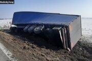 Polícia vyzýva vodičov k opatrnosti.