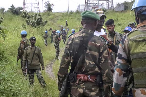 Mierové jednotky OSN a konžské sily strážia oblasť neďaleko miesta útoku na konvoj s talianskym veľvyslancom.