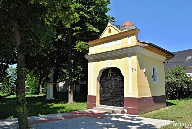 Kaplnka v obci Hájske.