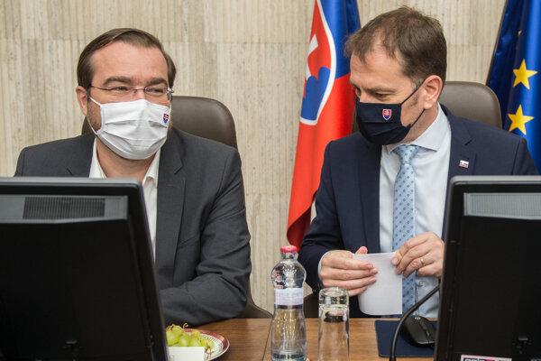 Minister zdravotníctva Marek Krajčí a premiér  Igor Matovič (obaja OĽaNO).