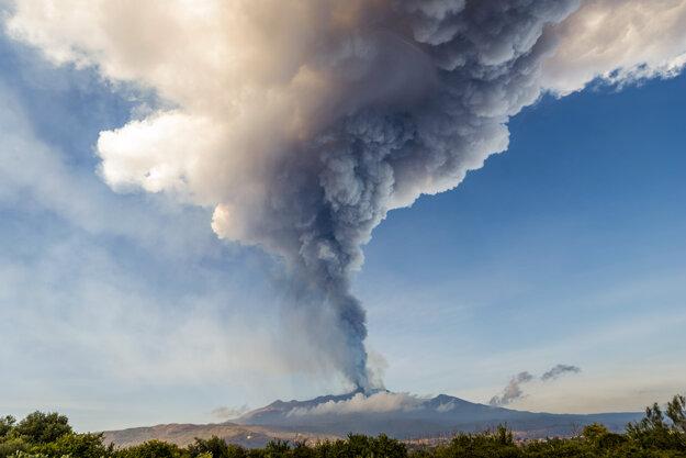 Sopka Etna po výbuchu 19. februára.