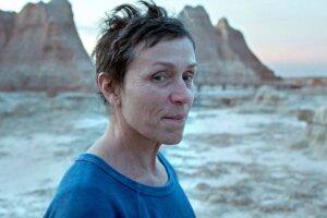 Frances McDormand vo filme Nomadland. Krajina Nomádov.