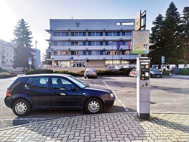 Kto bude prevádzkovať od júla parkovacie služby na území Zvolena?