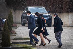 Koaličná kríza - zástupcovia Za ľudí prichádzajú do prezidentského paláca.