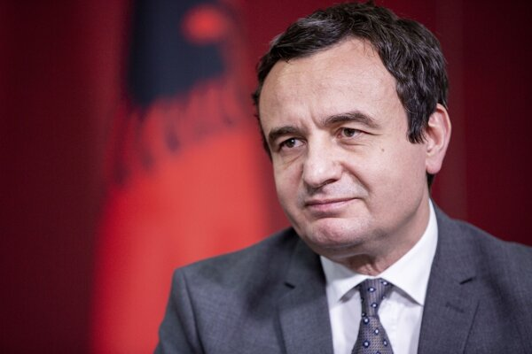 Líder strany Vetëvendosje Albin Kurti.
