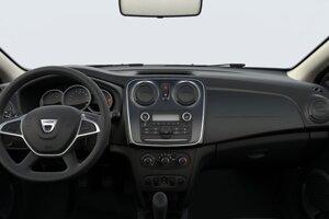 Interiér starej generácie Dacie Sandero Open, ktorá je najlacnejším autom na trhu.