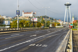 Oproti roku 2019 klesla počas pandemického roku v Bratislave úroveň prehustenia dopravy o 9 percent.