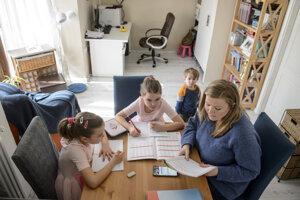 Domáce vzdelávanie ponúka možnosť prispôsobiť vzdelávanie individuálnym potrebám dieťaťa aj rodiny.