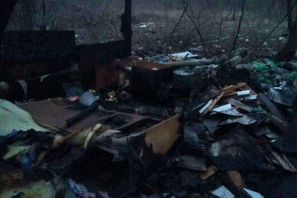 Zo zhorenej chatky na Jantárovej ulici nezostalo nič.