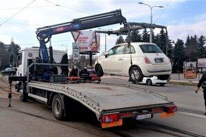 Prestrelený Fiat 500 si nikto nevšímal tri dni.