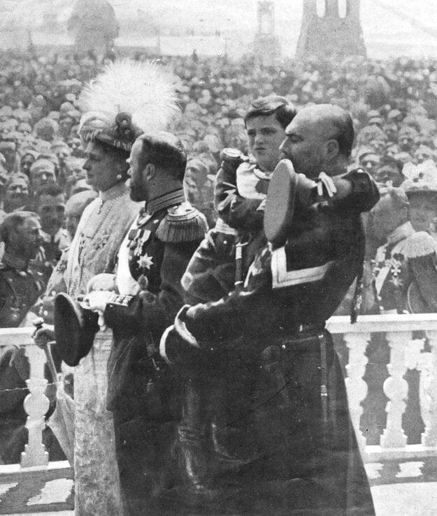 Cárska rodina - Mikuláš II. a jeho syn Alexej - počas osláv 300. výročia nástupu Romanovovcov na cársky trón.
