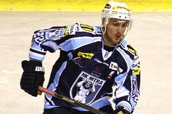 Henrich Ručkay hral v piatok v drese Nitry na ľade v Piešťanoch, kde vyrastal.
