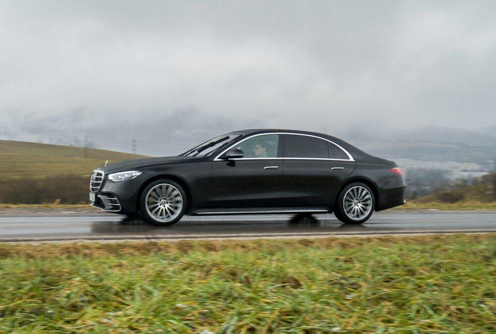 Mercedes triedy S vyzerá aj v novej generácii majestátne.