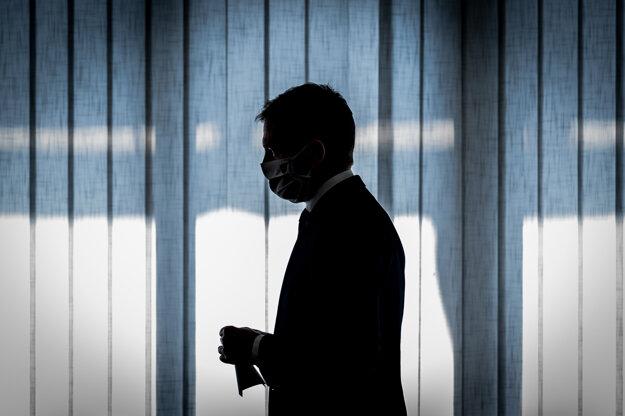 01.apríl 2020. Predseda vlády Igor Matovič počas tlačovej besedy predsedu vlády a koaličných partnerov o založení fondu vzájomnej pomoci.