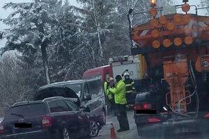 Čelná zrážka dvoch automobilov na Kysuciach