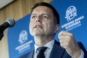 Peter Kažimír nol ministrom financií za vlád Smeru a v súčasnosti šéfuje NBS.