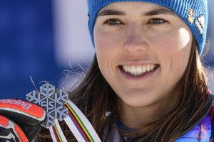 Petra Vlhová so striebornou medailou zo slalomu na MS v Cortine.