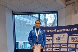 Lucia Martincová získala na juniorských Majstrovstvách Slovenska striebornú medailu vo vrhu guľou.