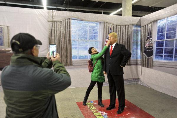 Trumpovu voskovú figurínu majú aj v Číne.