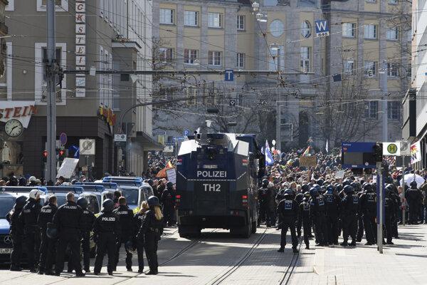 Protest proti opatreniam v Kasseli.