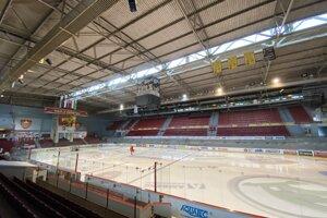 Interiér zimného štadióna.