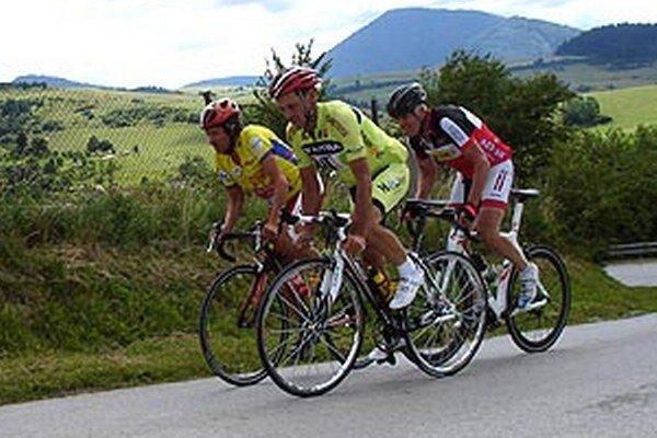 Vlastimil Illík (v popredí) na pretekoch v Jasenskej doline.
