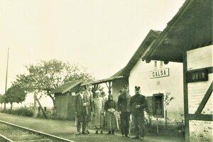 Vítajte v Holiši. Zo staničky sa vyberieme na prechádzku érou spoločného štátu.