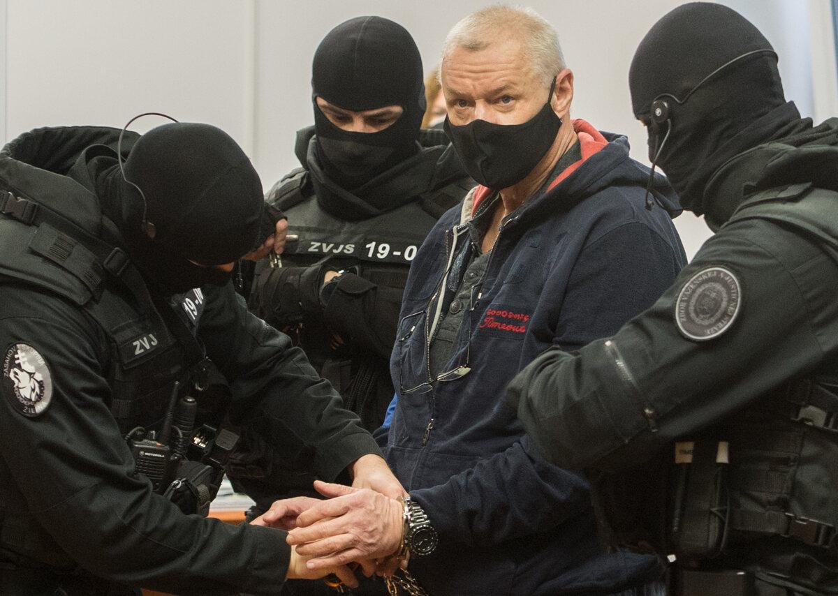 Na procese s hrobárom sátorovcov vypovedalo šesť svedkov - SME