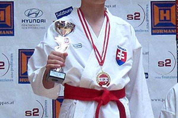 Talentovaný David Podsklan získal v Salzburgu dve zlaté a jednu bronzovú medailu.
