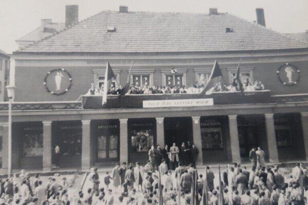 ROK 1962 - Otvorenie Domu pionierov vPrievidzi.