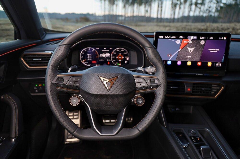 Štartovanie je priamo na volante.