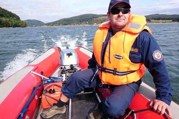 Peter Kordil je okrem vedúceho potápačskej skupiny aj inštruktorom lezeckých a leteckých činností či hasičom.