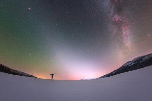Zodiakálne svetlo a Mliečna cesta z Nízkych Tatier.