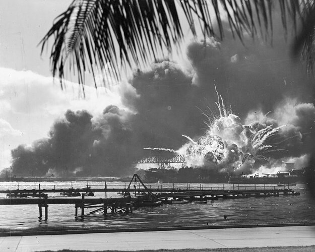 Útok na Pearl Harbour 7. decembra 1941 znamenal definitívny koniec amerického izolacionizmu.